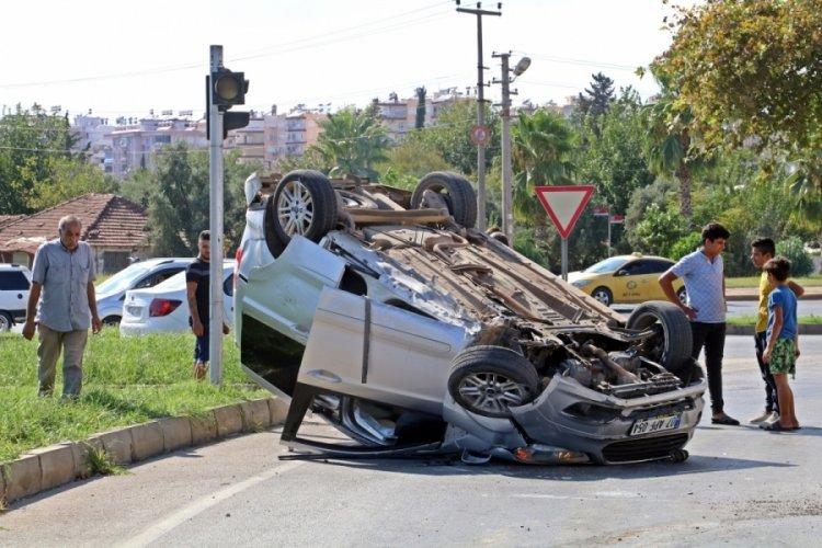 Kaza yapan sürücüyü  ölmediğine ikna etmek için çabaladılar