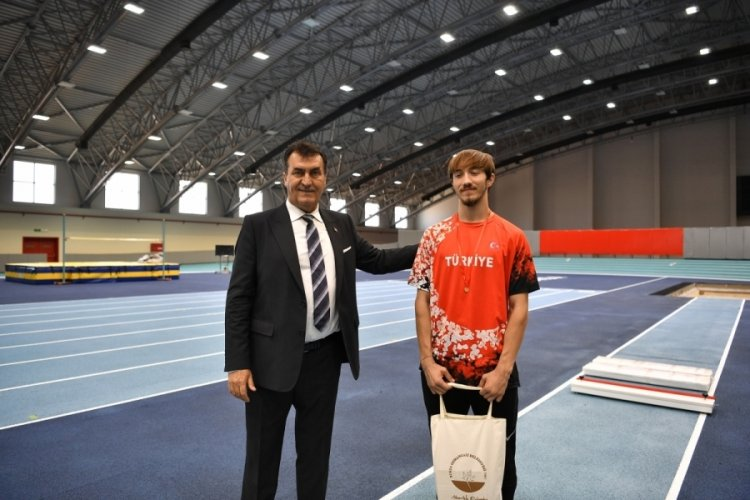 Bursa Osmangazi Belediye Başkanı Dündar: Yeni şampiyonlar Osmangazi Atletizm Salonu'nda yetişecek