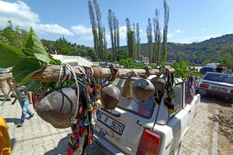 Bursa'da ilginç konvoy! 300 yıllık çanları görenler şaşkına döndü