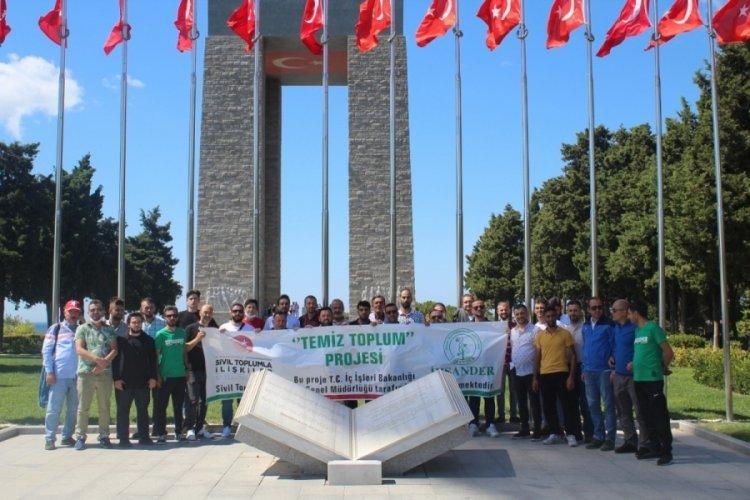 Bursalı gençlerden Çanakkale şehitliklerine ziyaret