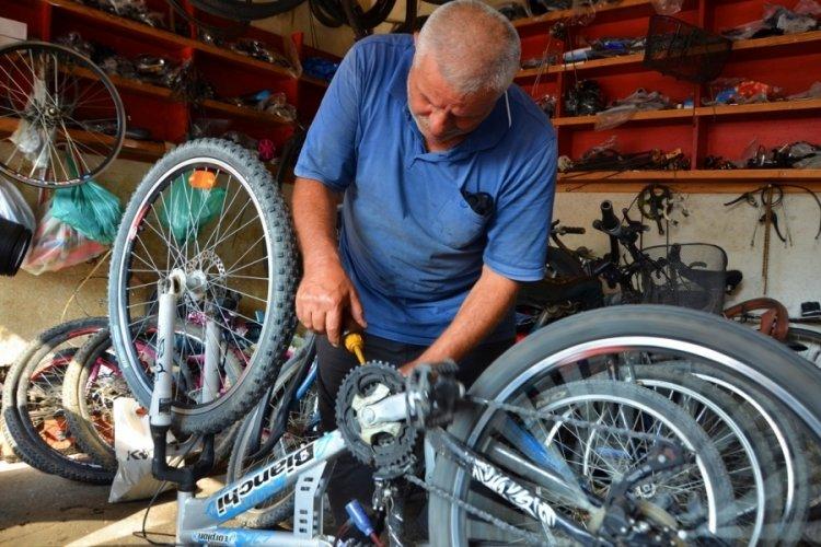 Bursa'nın yaşayan hazinesi... Yarım asırdır bisikletlere hayat veriyor