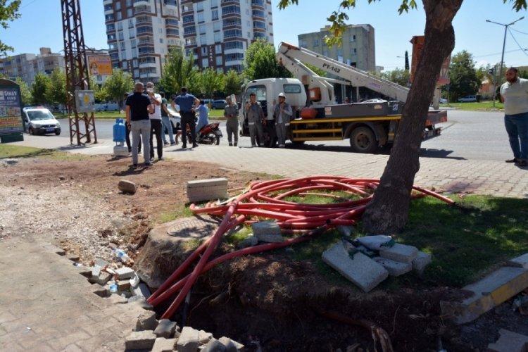 Şanlıurfa'da kaldırımdaki kabloya temas eden kişi akıma kapıldı