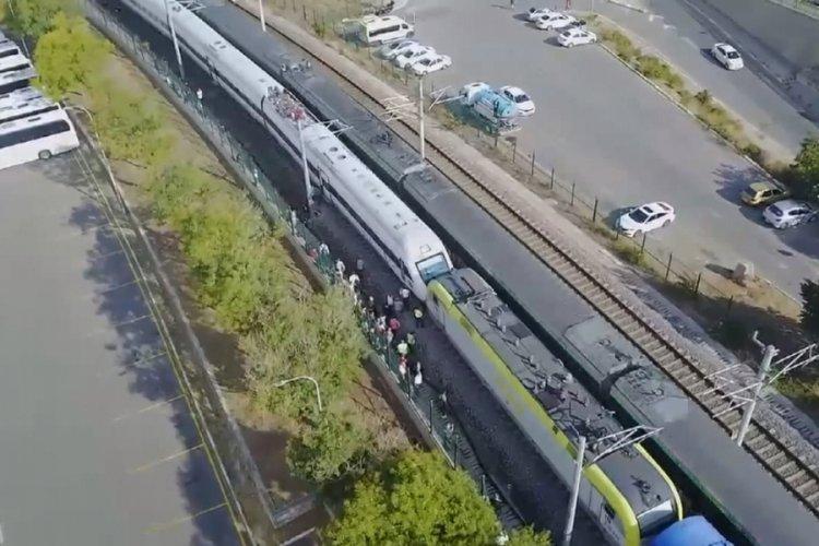 İstanbul'da iki tren kafa kafaya geldi!