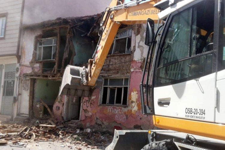 Bursa'da metruk binaların yıkımı sürüyor