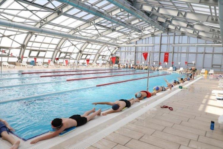 Bursa İnegöl'de yüzme havuzunda kış spor okulları kayıtları başladı
