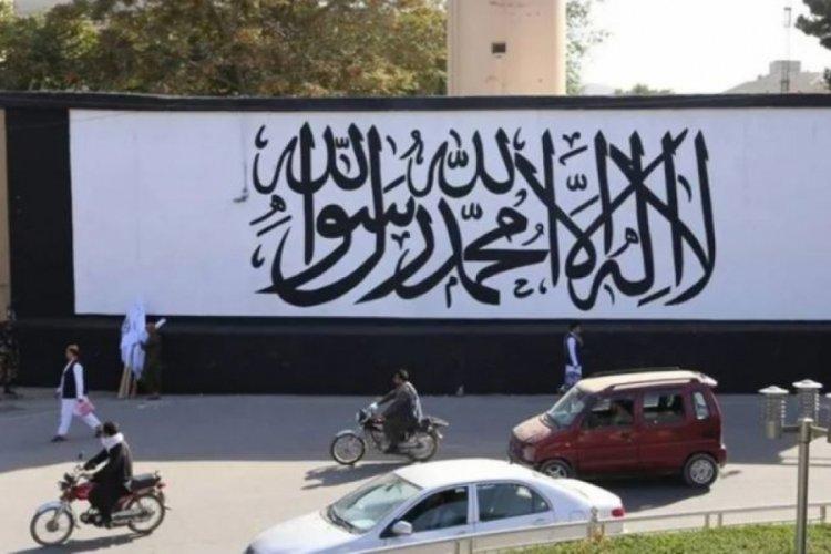 Kabil'de ABD büyükelçiliğinin duvarına Taliban bayrağı çizildi