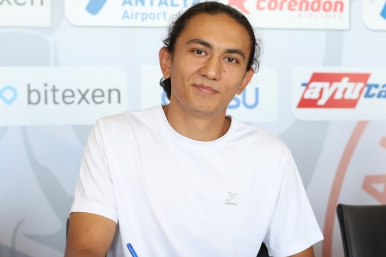 Genç futbolcu Berat Onur Pınar, FTA Antalyaspor'a dahil oldu