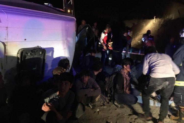 Van'da kaçak mültecileri taşıyan minibüs kaza yaptı
