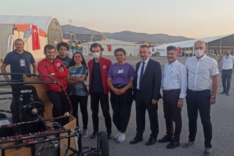 Bursa'da okullar ürettikleri elektrikli araba ve projelerini sergiledi