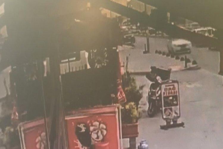İstanbul'da yolun karşısına geçmeye çalışan kıza araba çarptı!
