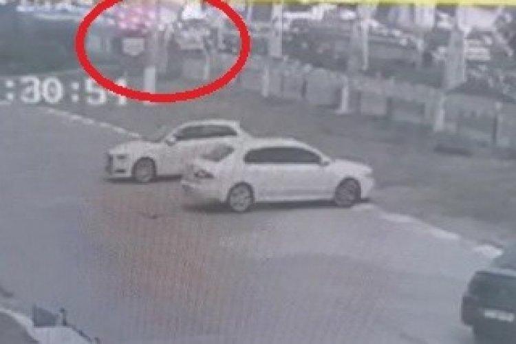 Bursa'da kontrolden çıkan tır dereye uçtu: 2 yaralı