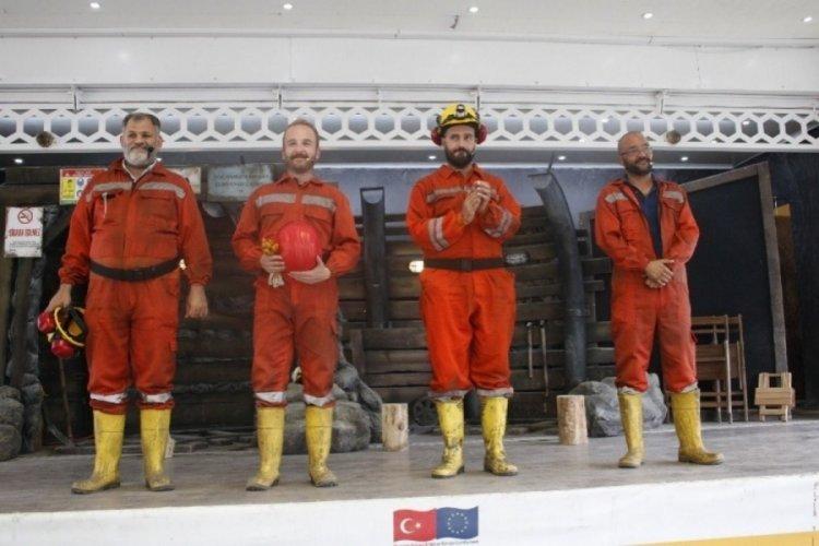 Madenlerdeki iş kazalarına Bursa'da tiyatro ile dikkat çektiler