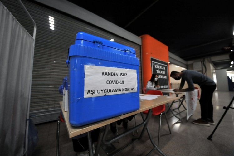 Bursa'da metro istasyonunda aşı seferberliği