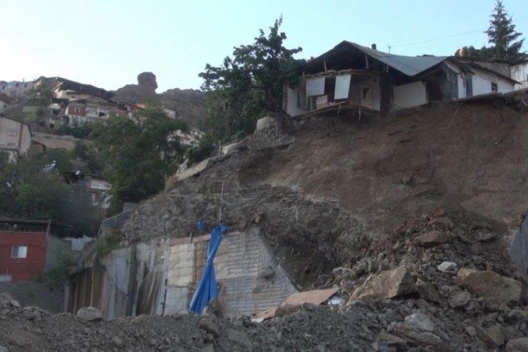 Gümüşhane'de heyelan sebebiyle tek katlı ev kısmen çöktü