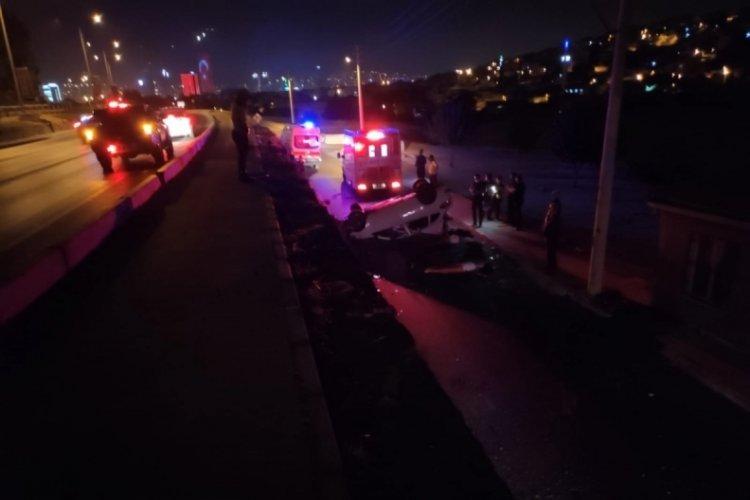 İzmir'de feci kaza: Yola uçan otomobilin sürücüsü araçtan fırlayıp, öldü