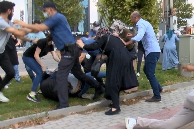 Bursa'da keşif sırasında kadın sürücüye saldırdılar, polis biber gazıyla müdahale etti