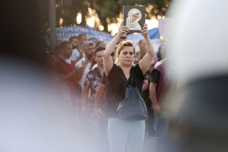Yunanistan'da polis ve göstericiler arasında çatışma çıktı!