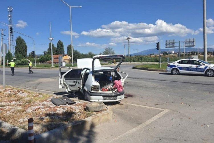 Sivil polis aracı ve otomobil çarpıştı! 2'si polis 5 kişi yaralandı