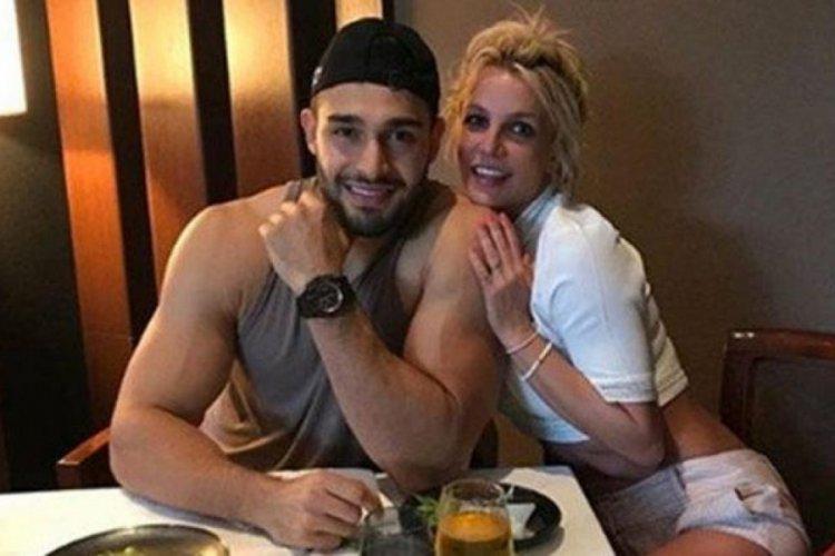 Britney Spears nişanlandı
