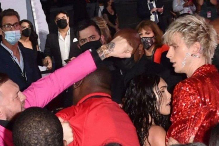 Megan Fox'un sevgilisi ortalığı birbirine kattı! Yumruk yumruğa kavga ettiler