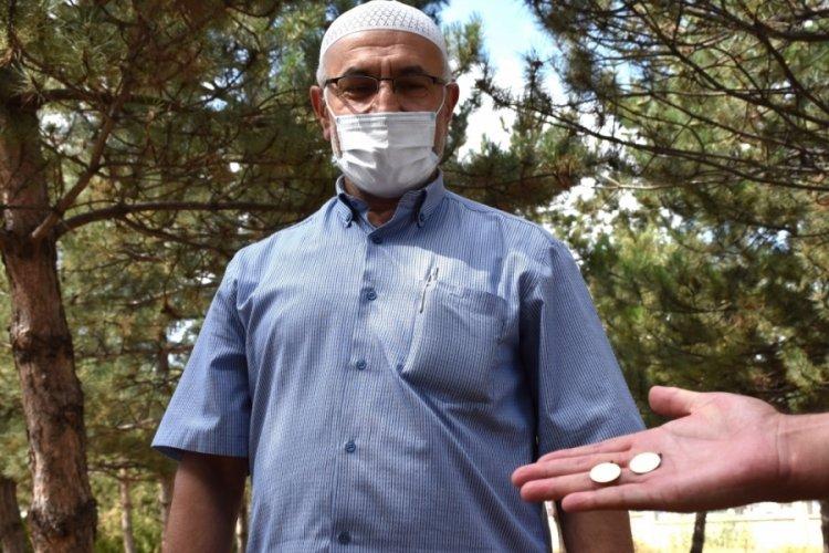 Sivas'ta imam cami bahçesinde bulduğu altınları polise teslim etti