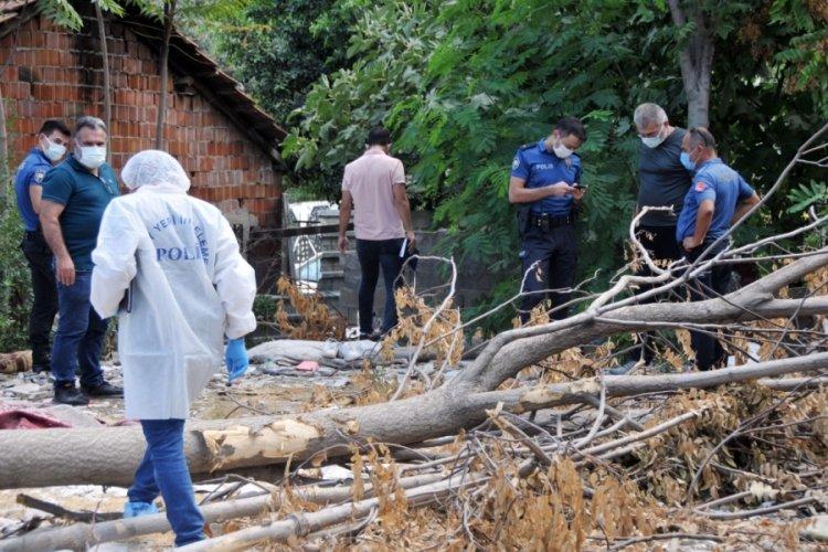 Antalya Muratpaşa'da eski binanın molozları arasında ceset bulundu