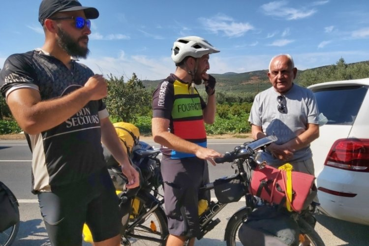 4 bin kilometre pedal çevirerek Bursa İznik'e geldiler