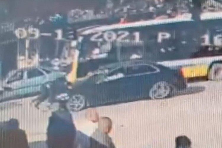 Bursa'da otomobilin çarptığı genç, yaralandı