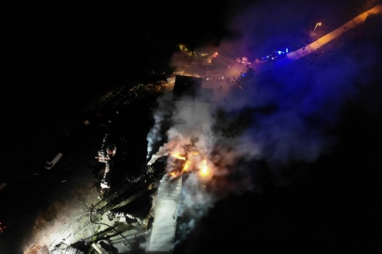 Düzce'de mangal ve nargile kömürü işletmesinde yangın
