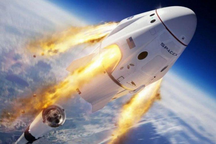 SpaceX, 4 turistle dünya yörüngesinde turlayacak