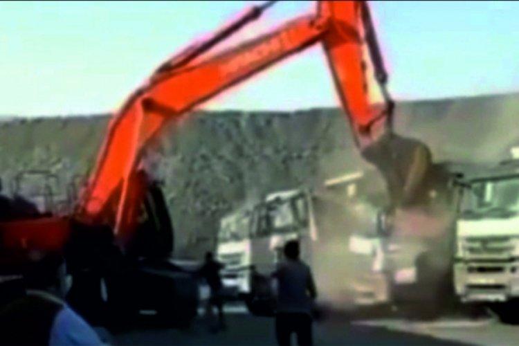 Şırnak'ta iş makinesi ile amcasının kamyonlarını ezdi!