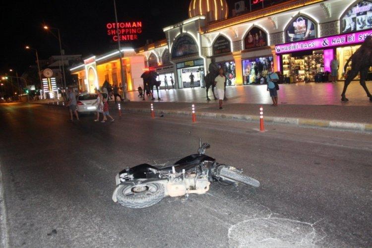 Motosikletin çarptığı Alman çift sürüklenerek yaralandı