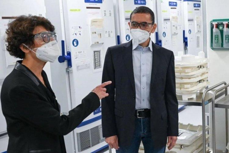 BioNTech kurucularından korkutan açıklama: Koronavirüs hemen gitmeyecek!