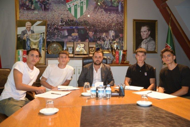 Bursaspor'un altyapısından 4 sporcu, profesyonel imza attı