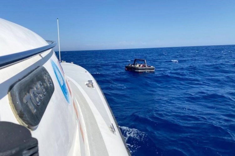 Marmaris'te 8 düzensiz göçmen kurtarıldı