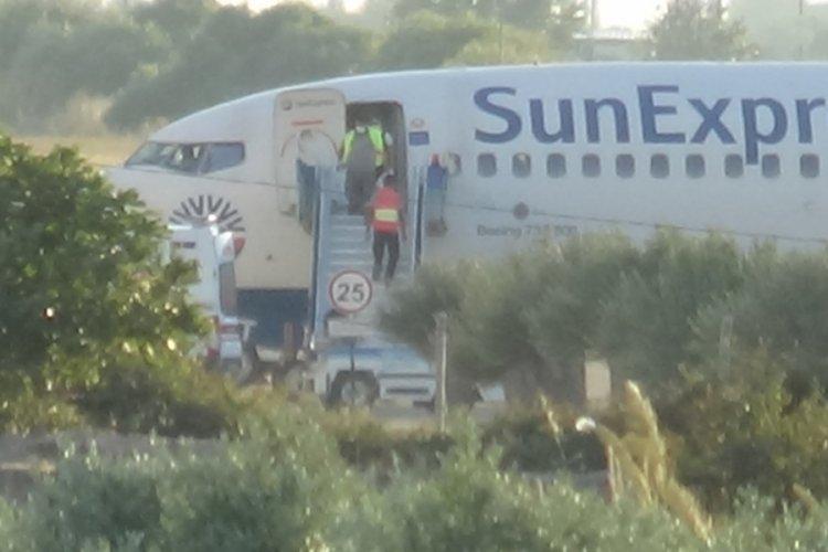 Berlin'den İzmir'e giden uçak acil iniş yaptı: Yolcu hayatını kaybetti