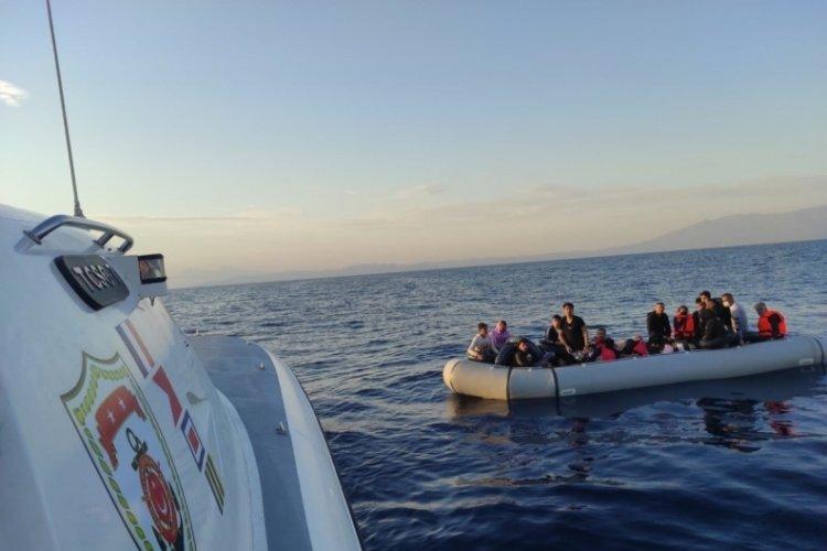 İzmir'de 49 kaçak göçmen kurtarıldı