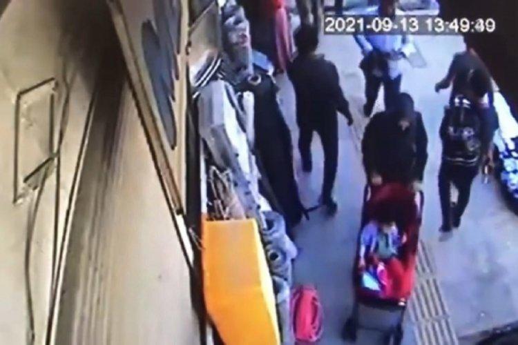 Van'da bebeğiyle yolda yürüyen kadının telefonu çalındı