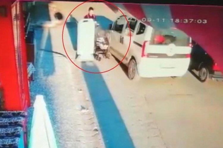 Eskişehir'de hafif ticari araç, bebek arabasına çarptı!