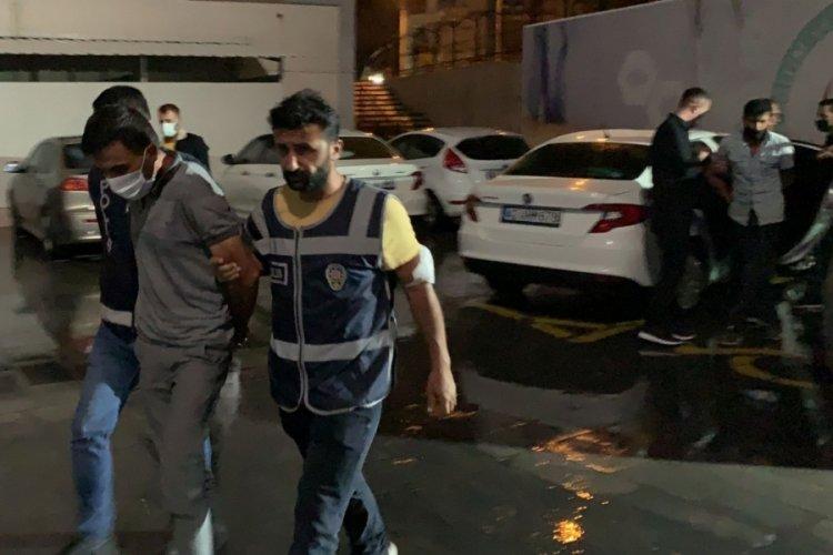 Konya'da hırsız, kaçarken polis aracına çarptı