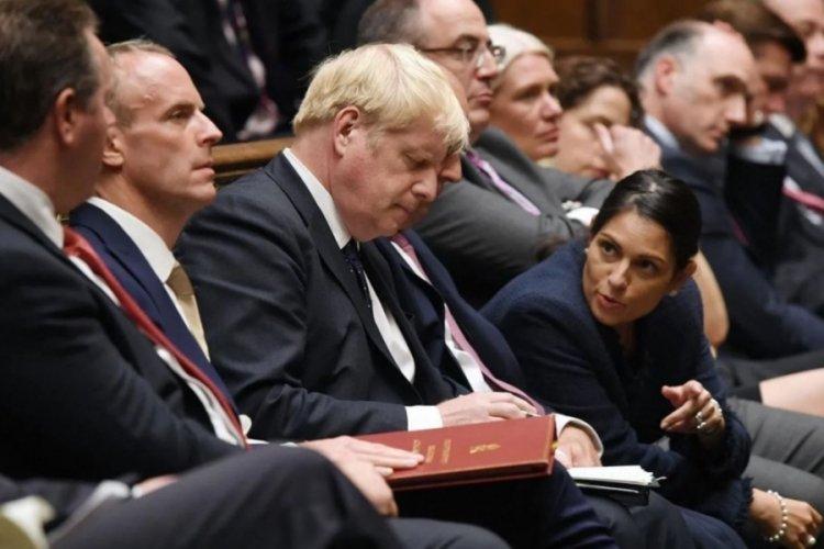 İngiltere Dışişleri Bakanı görevden alındı!