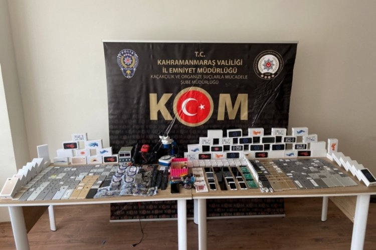 Kahramanmaraş'ta yedek parçalarla telefon yapıp satarken yakalandı
