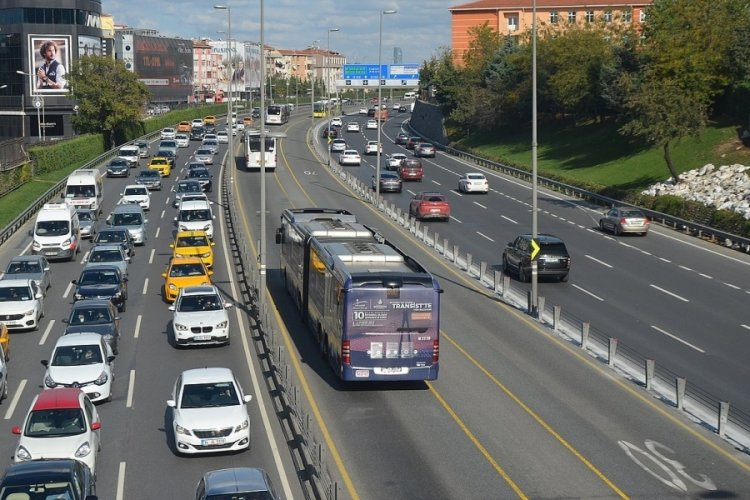 Pandemi nedeniyle İstanbul'da toplu taşıma kullanımı azaldı