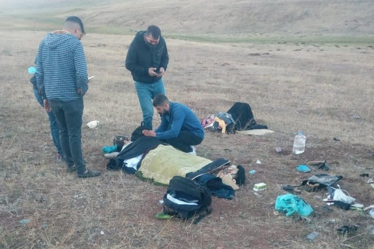 Şarampole devrilen otomobildeki 1 bebek öldü 3 kişi ise yaralı