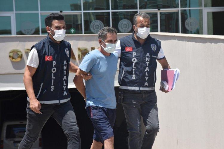 Antalya'da dedikodu yüzünden 20 yıllık arkadaşlardan biri mezara, diğeri hapse girdi!