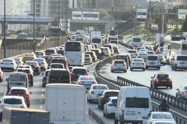 İstanbul'da haftanın son gününde yoğun trafik
