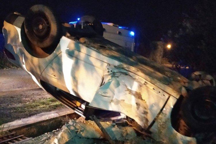 Zonguldak'ta alkollü sürücü evin kapısına çarptı