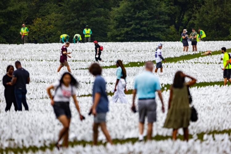 ABD'de koronadan ölenlerin anısına 640 bin beyaz bayrak