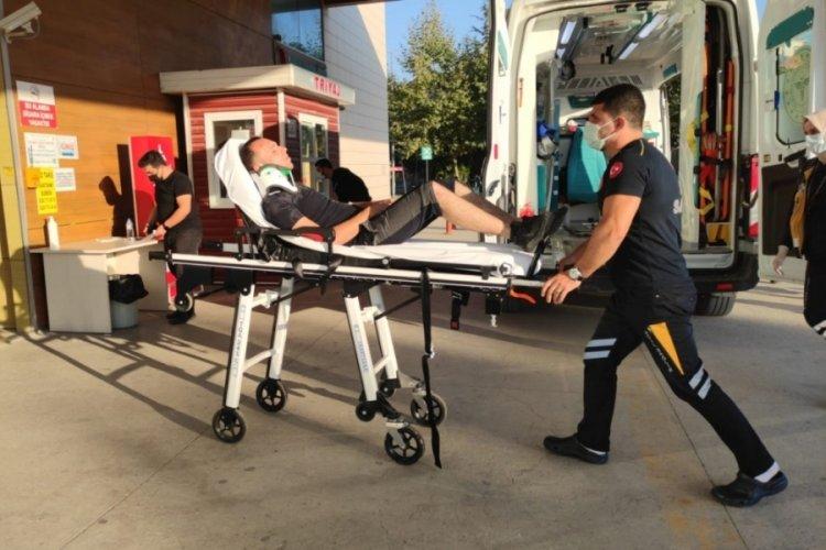 Bursa İnegöl'de iki otomobilin çarpıştığı kazada sürücüler yaralandı