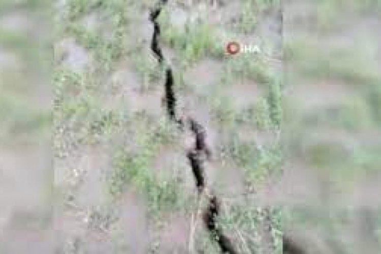 Ankara'da oluşan dev yüzey yarıkları paniğe sebep oldu